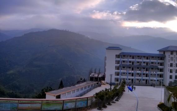 Lüchun on the mountain ridge