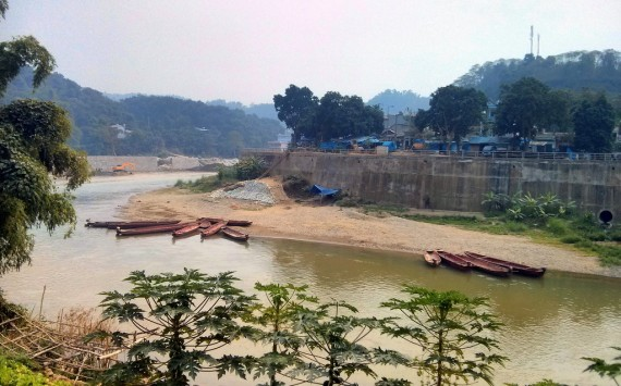 Boats on the Red River at Hekou