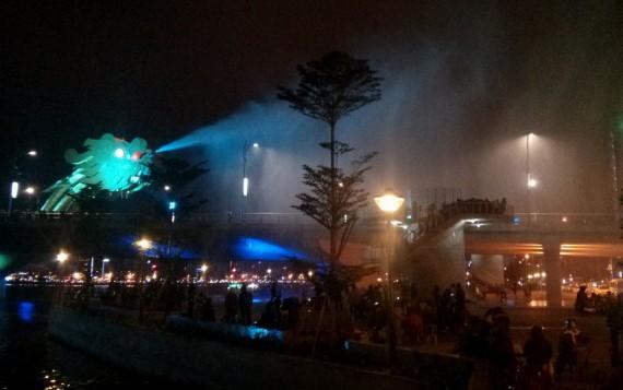 Da Nang dragon bridge spraying water