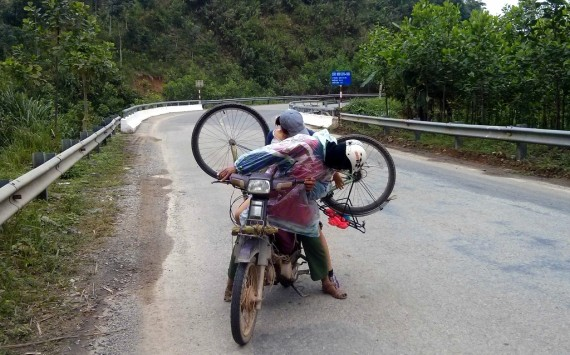 Loading a bike on a motorbike