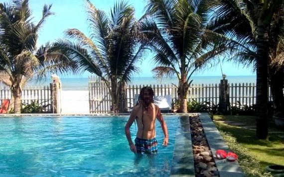 Mirek having a ball in the pool at the La Veranda resort