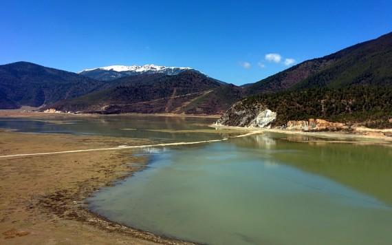 Napa 拿怕 lake on the way out of Shangri-La.