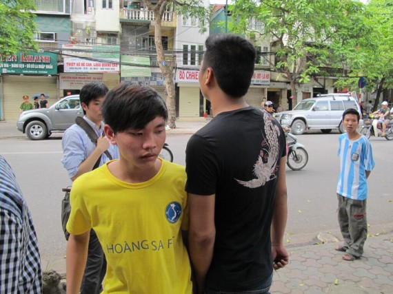 """DPA Vietnam bureau chief Marianne Brown: """"as I was talking to this guy, thugs pushed him and dragged him away"""". Source: Twitter."""