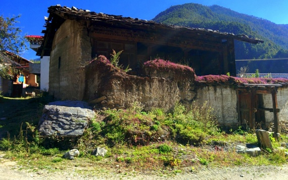 Dilapidated Tibetan house